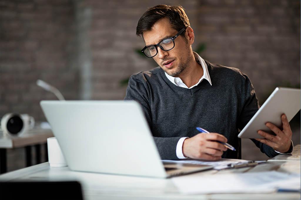 man reviewing eLabs on laptop